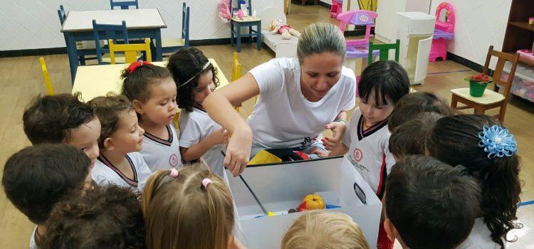 Atividades lúdicas desenvolvem habilidades e aprendizados no Maternal 2B